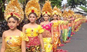 Tradisi Mepeed di Sukawati Bali