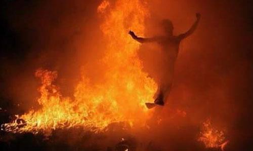 Tradisi Mesabatan Api di desa Nagi