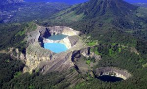 Gunung Kelimutu - tempat wisata unik di Indonesia
