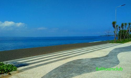 Objek wisata pantai Goa Lawah