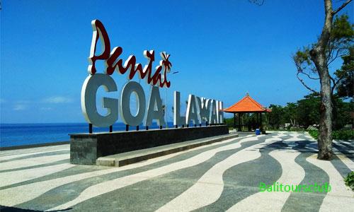 Rest area di Pantai Goa Lawah