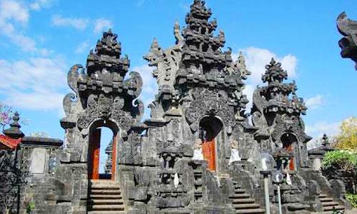 Objek wisata Pura Ponjok Batu
