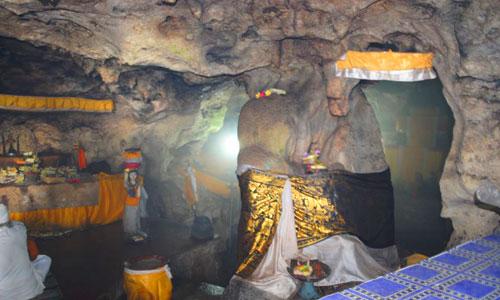 Ruangan Gua di Pura Goa Gong