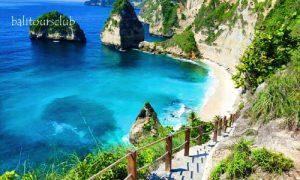 Anak tangga ke pantai Diamond Nusa penida