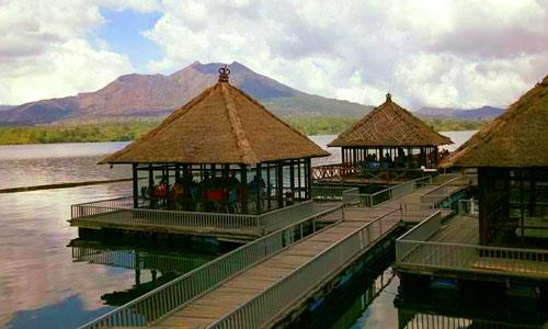 Resto Apung Kintamani di danau Batur Bali