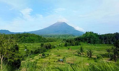 Bukit Cinta di desa Gelupang Karangasem Bali