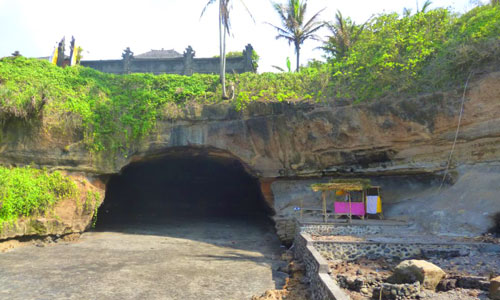 Goa di bawah Pura Serijong