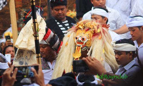 Tapakan ida Bhatara_Ngerebong di Kesiman Denpasar