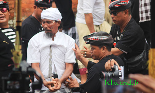 Tradisi Ngerebong di Kesiman Denpasar