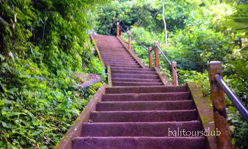 Anak tangga ke Pura Lempuyang Luhur