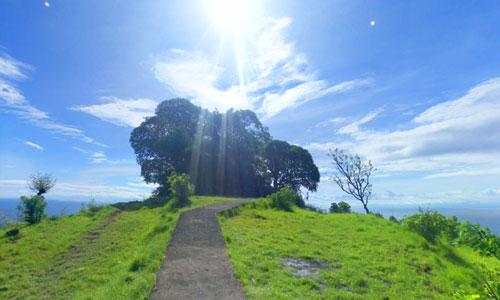Bukit Mencol di Seraya Timur Karangasem