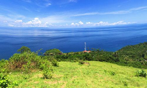 Pemandangan Alam laut di Bukit Mencol di Seraya Timur