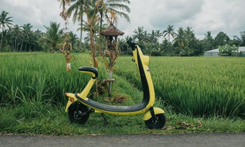 Sepeda motor scooter