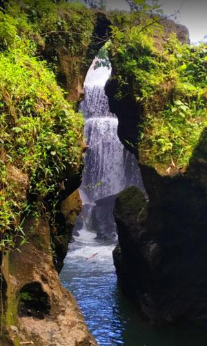 Objek wisata Bandung Waterfall di Gianyar Bali
