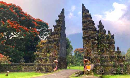 Objek wisata Bali Handara Gate di Pancasari