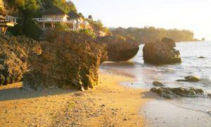 Pantai Pemutih di Pecatu Bali