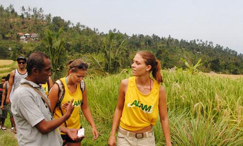 Tour dan trekking di desa Sambangan Bali Utara