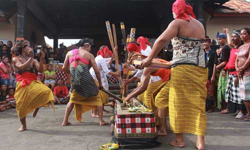 Tradisi Ngoncang di Buleleng