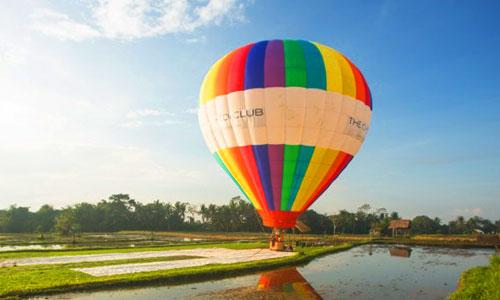 Wisata naik balon udara di Ubud Bali