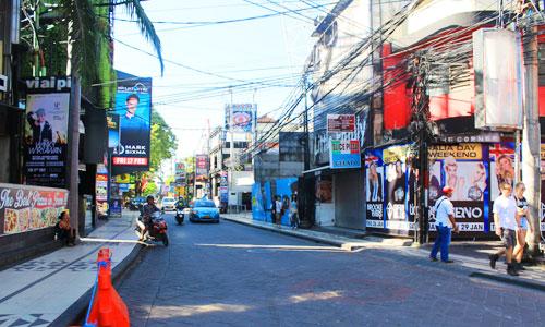 Jalan Legian di Kuta Bali