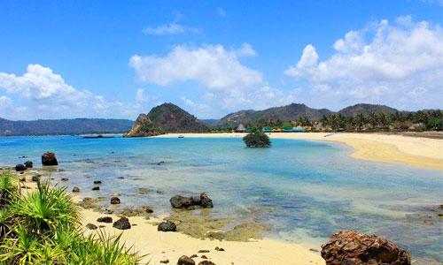 Objek wisata pantai Kuta Lombok