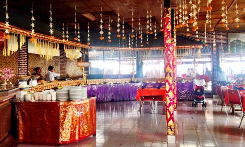 Ruang makan indoor di Batur Sari Restaurant Kintamani