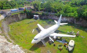 Spot photo bangkai pesawat di desa Kutuh
