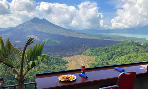 Pemandangan alam dari Grand Puncak Sari Restaurant