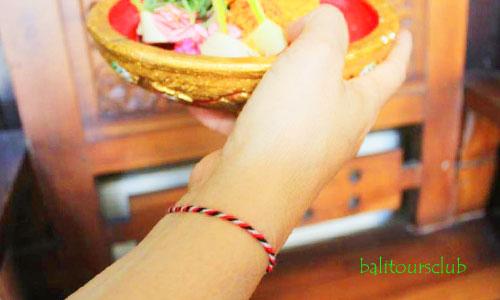 Gelang Tridatu bagi orang Bali